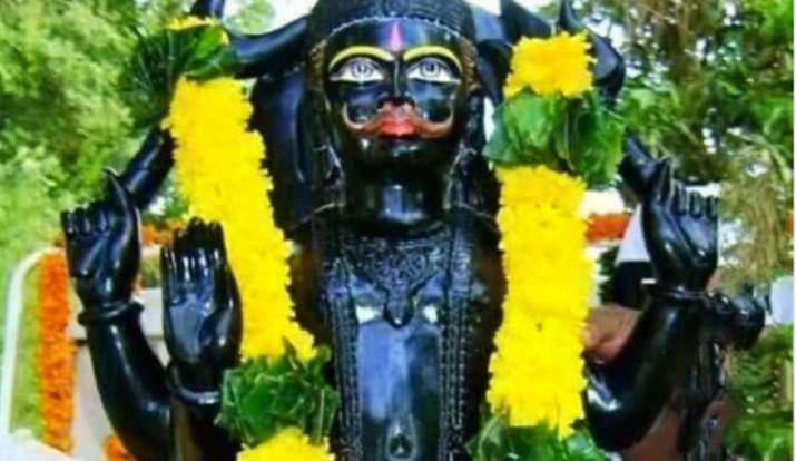 Astro Remedies For Saturday To Get Money Shaniawar Ke Upay And Totke To Please Lord Shani in hindi: धन-संपदा के लिए शनिवार के दिन आजमाएं शनिदेव की कृपा पाने के लिए ये उपाय, शनि दोष से भी मिलेगा छुटकार