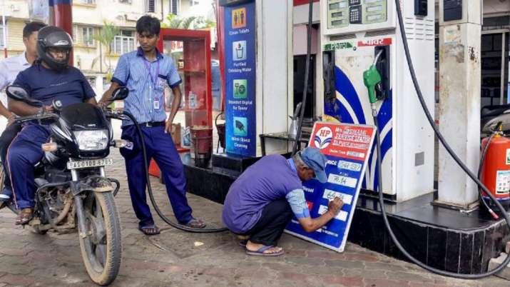 पेट्रोल-डीजल को लेकर आई बड़ी खबर, 9 महीने ने पहली बार हुआ यह काम- India TV Paisa