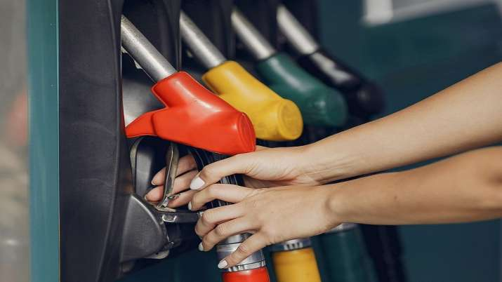 Reliance BP  to provide free fuel to COVID vehicles- India TV Paisa