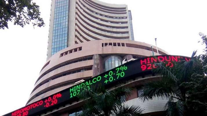 Sensex की शीर्ष 10 में से 5 कंपनियों का बाजार पूंजीकरण 1 लाख करोड़ रुपए से अधिक बढ़ा- India TV Paisa