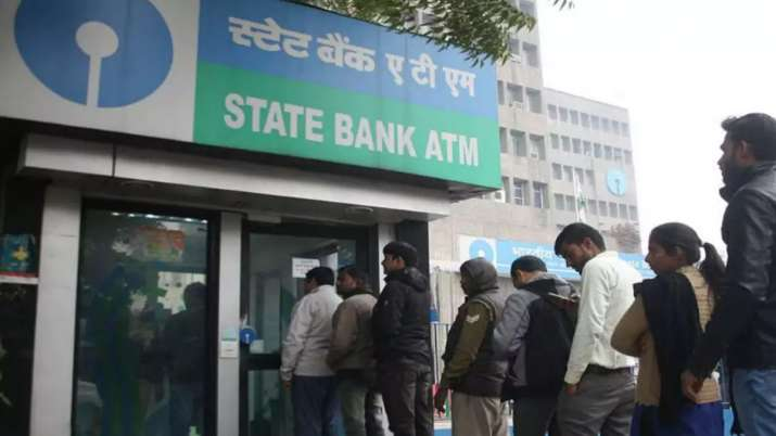 SBI Customers Alert, levy charges for cash withdrawal From ATM - India TV Paisa