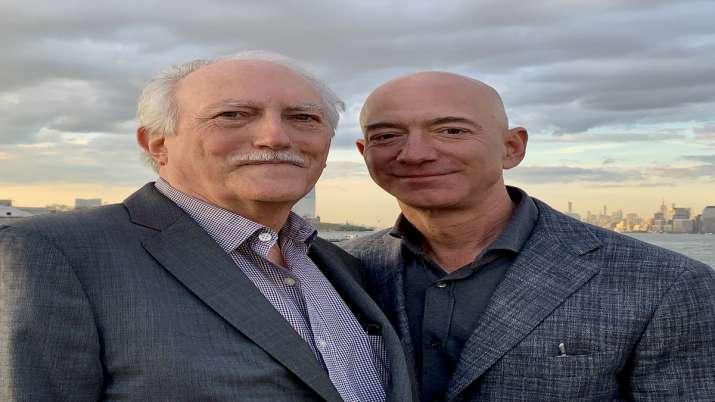 Amazon ceo jeff bezos with his father. - India TV Paisa