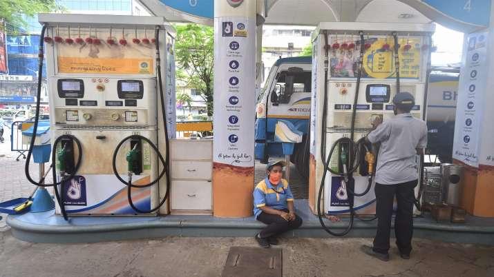 big relief no hike in petrol diesel prices today  Petrol Diesel Prices Today: पेट्रोल-डीजल में बढ़ते- India TV Paisa