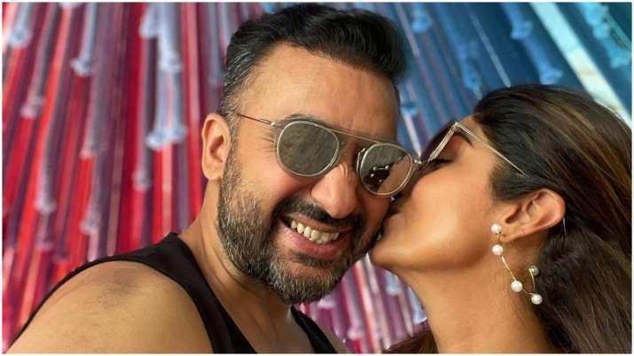 अश्लील फिल्म मामले में गिरफ्तारी के बाद ट्विटर बायो में 'राइट चॉइस' लिखने को लेकर ट्रोल हुए राज कुंद्रा