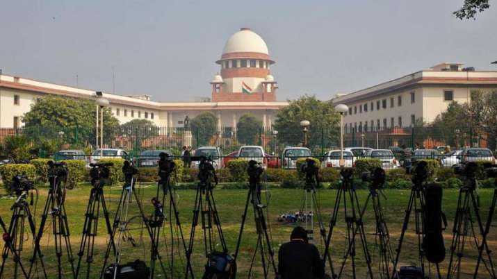 AGR dues SC to pass orders on Vodafone Idea, Bharti Airtel and Tata Tele pleas raising issue of erro- India TV Paisa