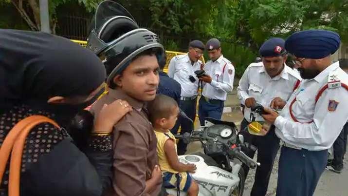 ट्रैफिक नियमों का उल्लंघन करने वालों को पुलिस की चेतावनी- India TV Paisa