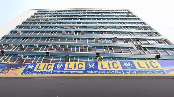 Modi Govt mulls permitting foreign investment in LIC- India TV Paisa