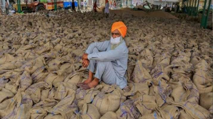 पंजाब सरकार राज्य के 8.5 लाख किसानों को स्वास्थ्य बीमा योजना के दायरे में लाएगी- India TV Paisa