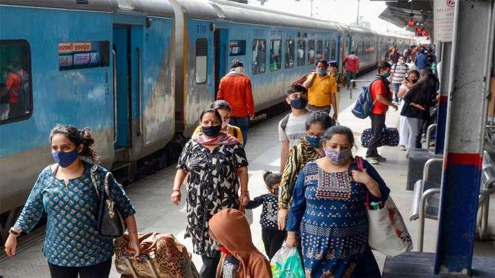 महिलाओं को ट्रेन सफर...- India TV Paisa