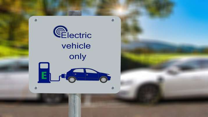 Jio BP to set up EV charging infrastructure, partners with BluSmart - India TV Paisa