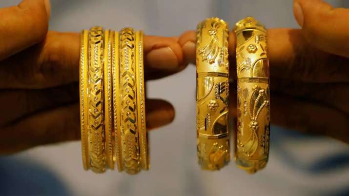 Gold declines Rs 54, silver tumbles Rs 573 today 28 September citywise rate- India TV Paisa