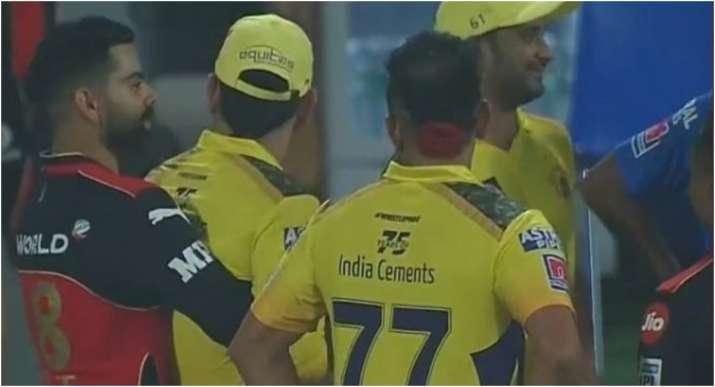 IPL 2021 : मैच के बाद दिखा कोहली और धोनी का 'याराना', सोशल मीडिया पर वीडियो हुआ वायरल