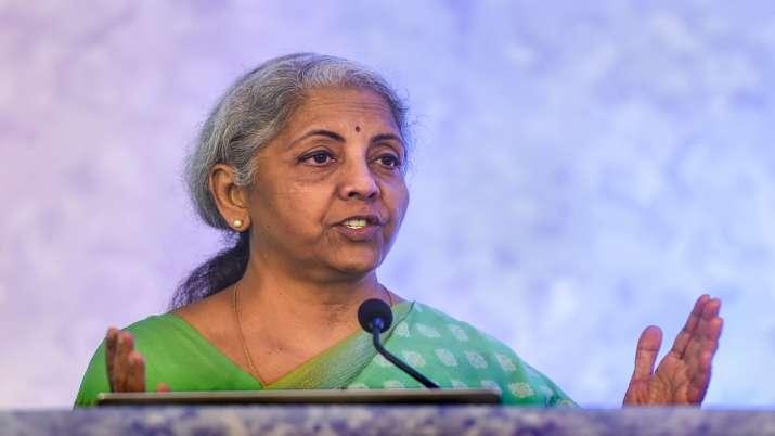 अर्थव्यवस्था की जरूरतों को पूरा करने के लिए भारत को 'एसबीआई जैसे' 4-5 बैंकों की जरूरत: वित्त मंत्री - India TV Paisa