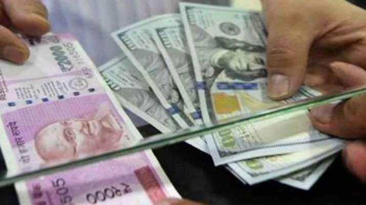 कारोबार में अमेरिकी डॉलर के मुकाबले रुपया 25 पैसे टूटा- India TV Paisa