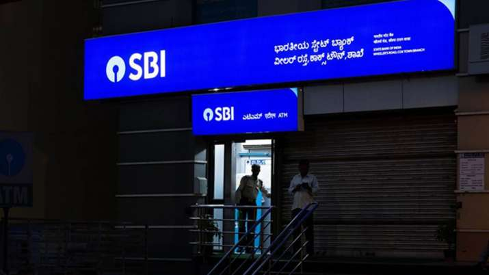 SBI advise customers to link PAN with Aadhaar to continue enjoying banking service- India TV Paisa