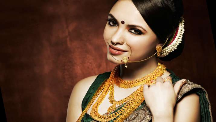 Gold Gold gains Rs 63 silver jumps Rs 371 today 13 october citywise rate- India TV Paisa