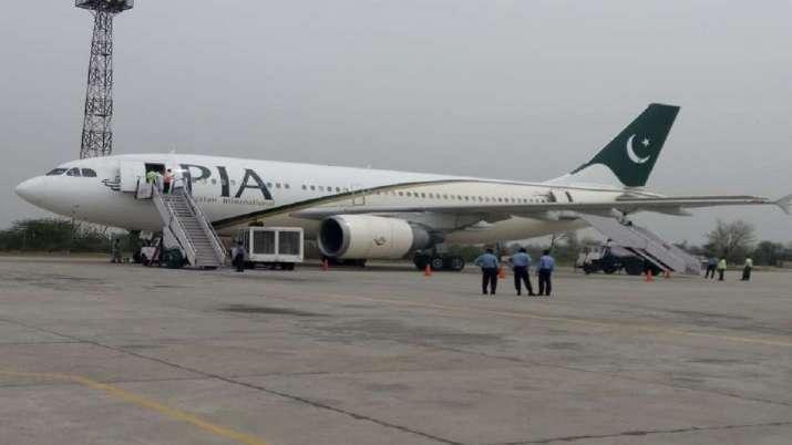 Pakistan International Airlines PIA has announced the suspension of flights from Kabul: Pakistan media । पाकिस्तान की एयरलाइंस ने अफगानिस्तान में मचा रखी थी लूट, तालिबान ने धमकाया तो बंद हो गई सेवा