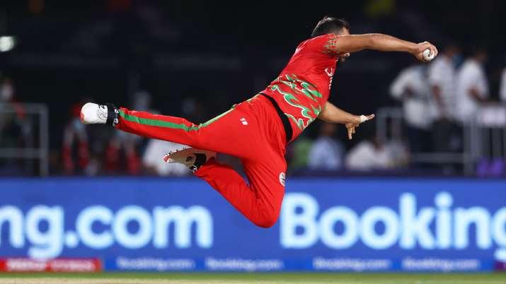 Oman vs BAN: फैयाज बट के इस 'सुपरमैन' कैच ने बढ़ाई बांग्लादेश की मुश्किलें, WATCH VIDEO