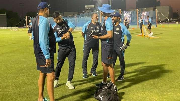 T20 World Cup के लिए टीम इंडिया से जुड़े 'मेंटॉर' धोनी