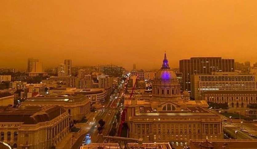 सैन फ्रांसिस्को का सिटी हॉल नारंगी धुएं से ढका हुआ</p><p>