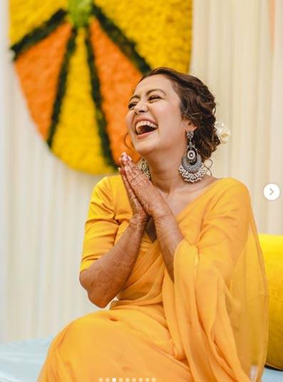 नेहा ने सोशल मीडिया पर हल्दी सेरेमनी की फोटोज शेयर करते हुए कैप्शन में लिखा है,