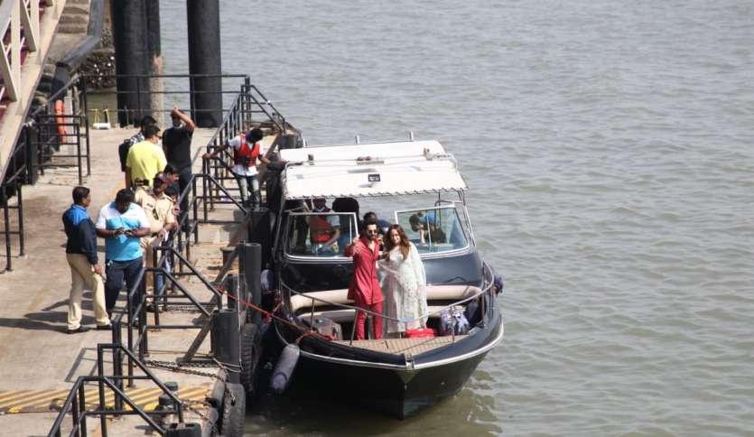 शादी के बाद वरुण ने इंस्टाग्राम पर पत्नी नताशा दलाल के साथ फोटो शेयर की थी, जो खूब वायरल हुई थी।