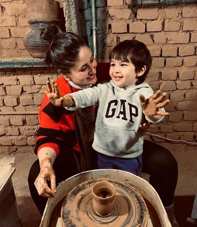करीना (40) ने 20 दिसंबर, 2016 को अपने पहले बेटे तैमूर अली खान को जन्म दिया था। तैमूर अब चार साल के हो गए हैं और जन्म के बाद से ही वह इंटरनेट सनसनी बना हुए हैं।