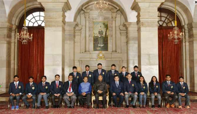 president of india with awardees of rajiv gandhi khel...- India TV Hindi