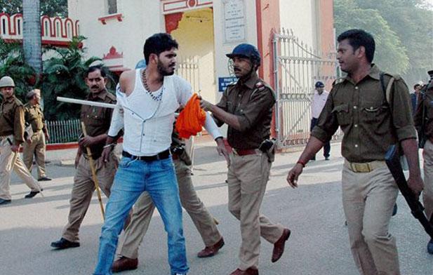 BHU, Violence- India TV Hindi