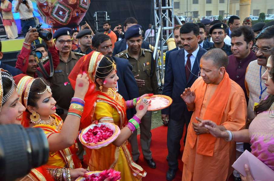 Yogi-Adityanath-Holi-celebration-in-Mathura-and-Barsana- India TV Hindi