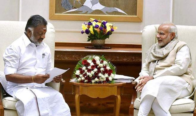 O Panneerselvam and Narendra Modi | AP Photo- India TV Hindi