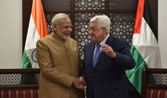 Prime Minister Narendra Modi with Palestinian President Mahmoud Abbas- India TV Hindi