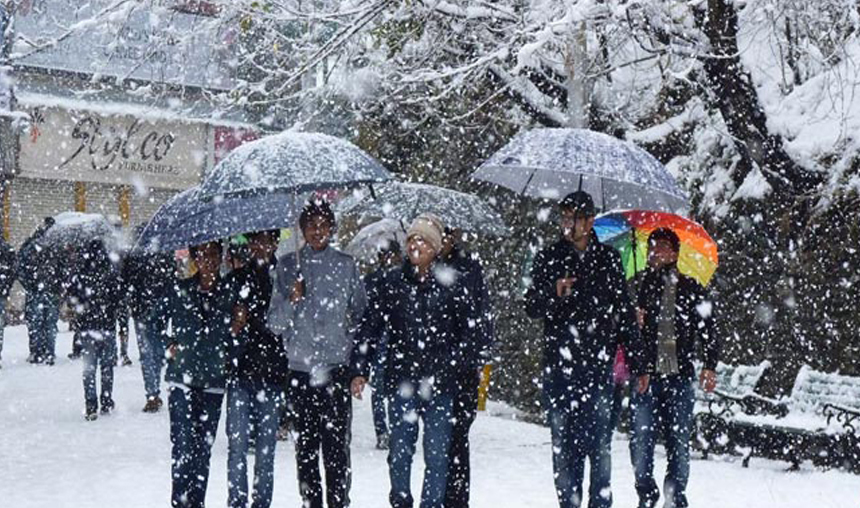 Cold-tightens-grip-in-Himachal-Pradesh-after-more-snow- India TV Hindi