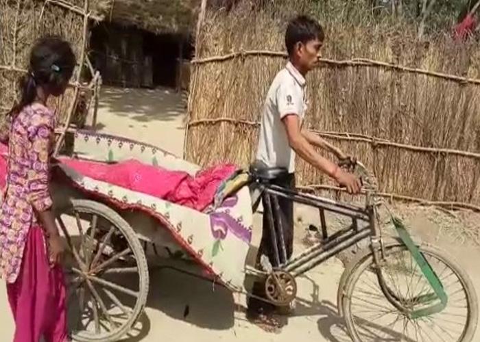 अपने पिता के शव को...- India TV Hindi