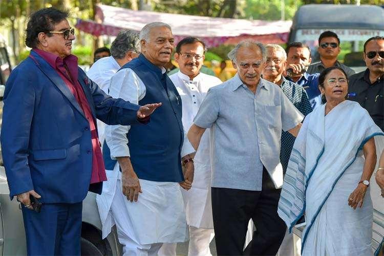 Mamta Banerjee with BJP leaders- India TV Hindi