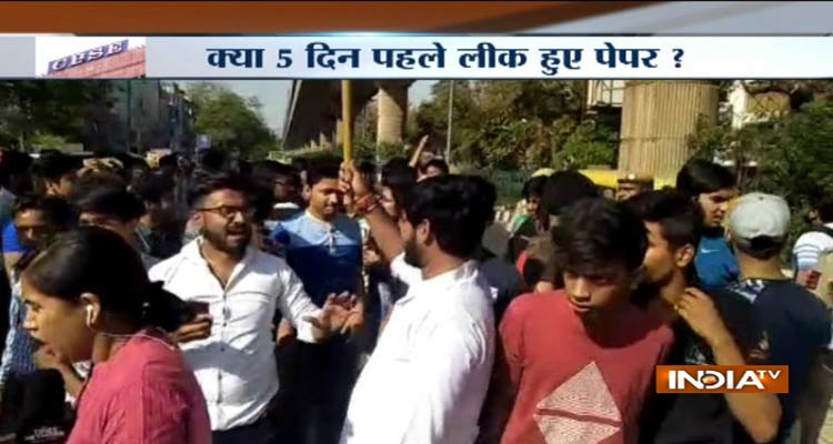 student protest against paper leak- India TV Hindi