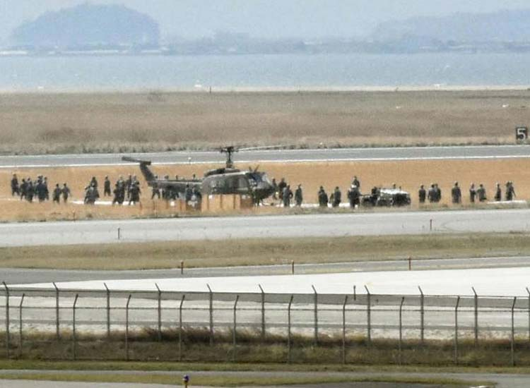 Military helicopter emergency landing in Japan runway...- India TV Hindi