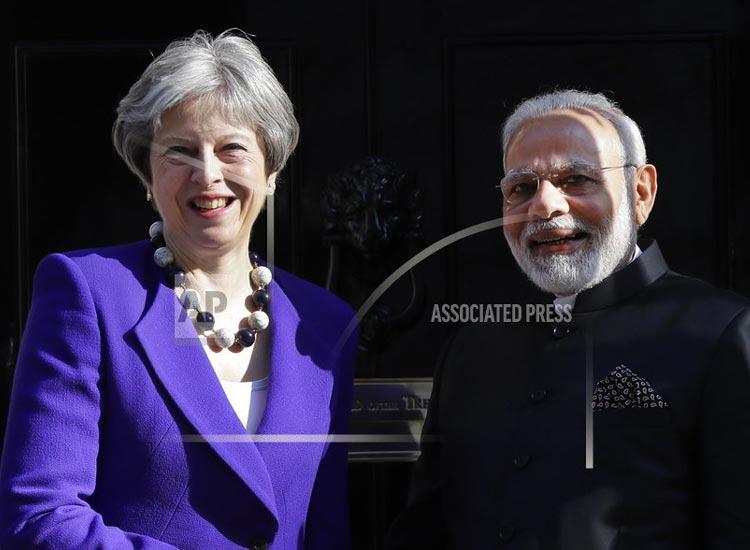 Modi magic in London modi meeting with Theresa...- India TV Hindi