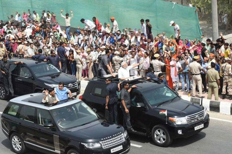PM Narendra Modi inaugurates Delhi-Meerut Expressway, Road Show with Nitin Gadkari in open Jeep- India TV Hindi