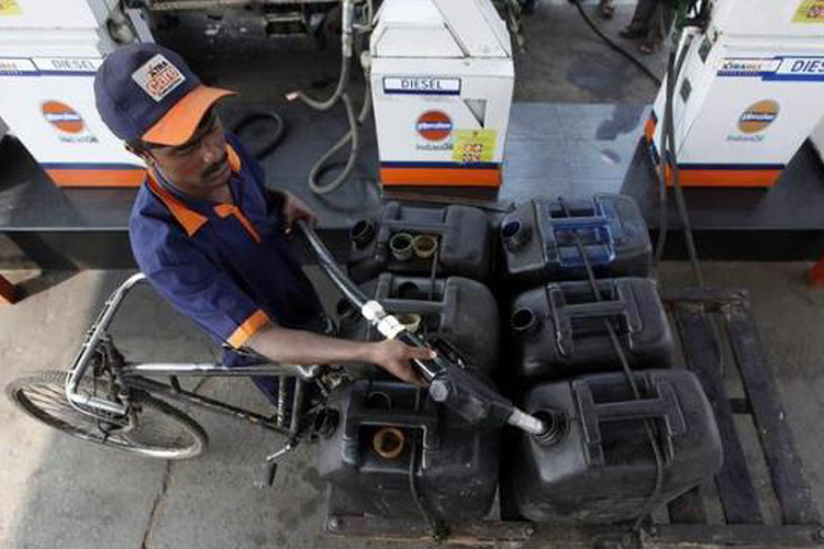 Petrol, diesel being smuggled from Nepal into Bihar, sold at lower prices- India TV Hindi