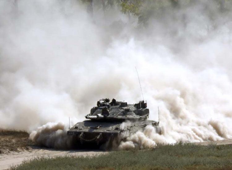 Israeli hits dozens of Gaza targets after mortar...- India TV Hindi