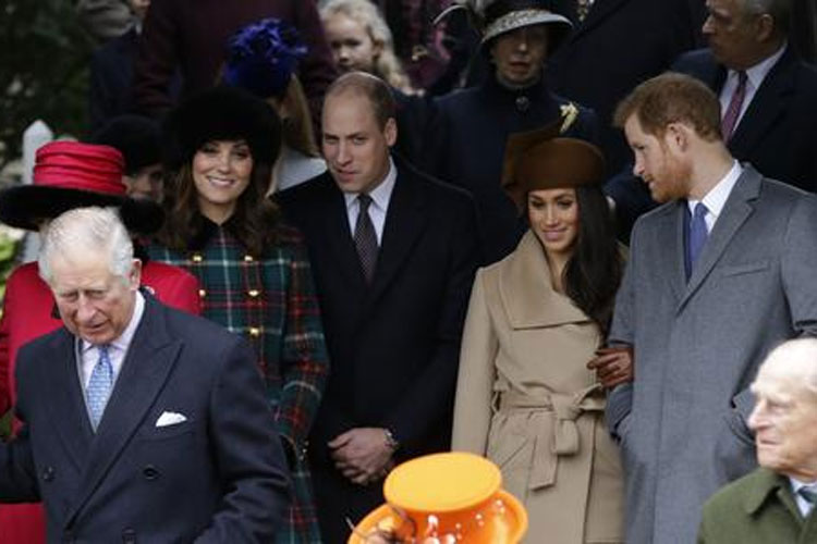 Know, what is the income of British Royal Family in 2017 | AP- India TV Hindi