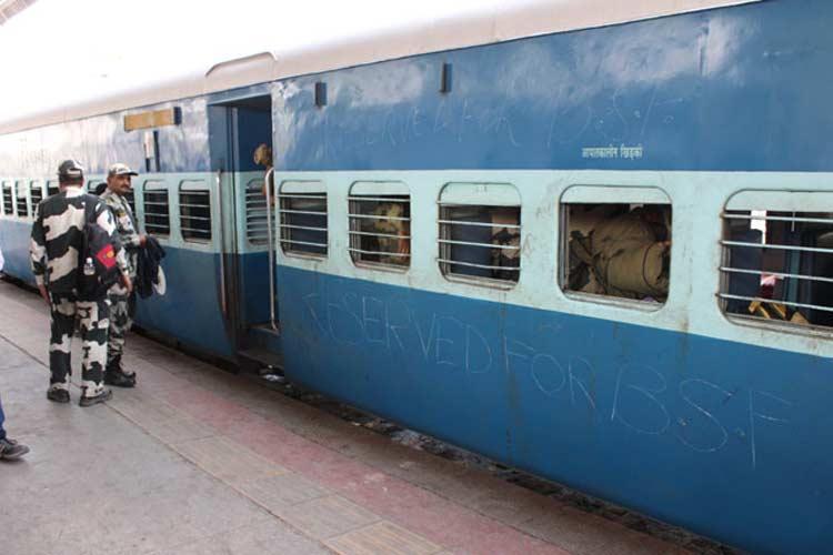 जवानों को जम्मू ले जा रही ट्रेन से BSF के 10 जवान लापता, केस दर्ज- India TV Hindi