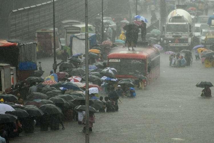 मानसून ने पकड़ी रफ्तार, तेज बारिश से गई 21 लोगों की जान- India TV Hindi