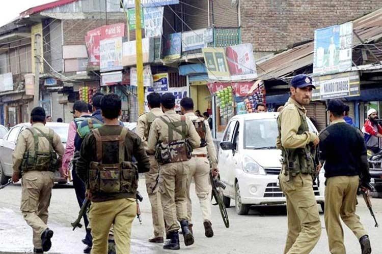 जम्मू एवं कश्मीर में पुलिस अधिकारी लापता, हिज्बुल मुजाहिद्दीन से जुड़ने की खबर- India TV Hindi