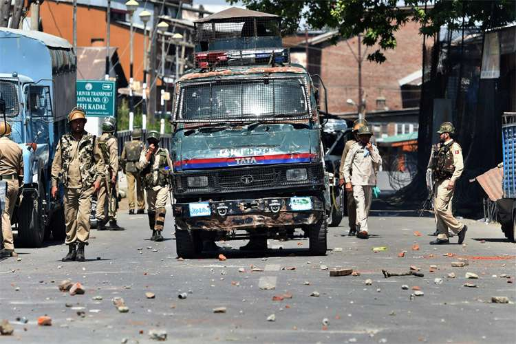 Sharp decline in stone pelting incidents in JK since Aug 5, 2019: officials- India TV Hindi