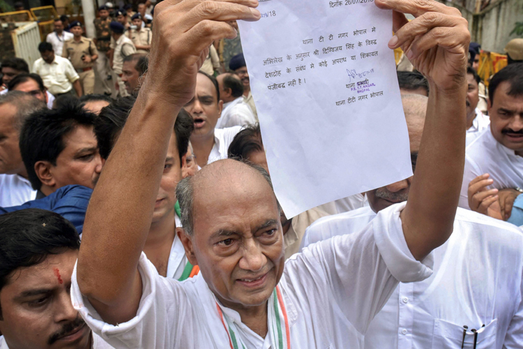 Digvijay Singh shows his clean-chit letter, obtained...- India TV Hindi