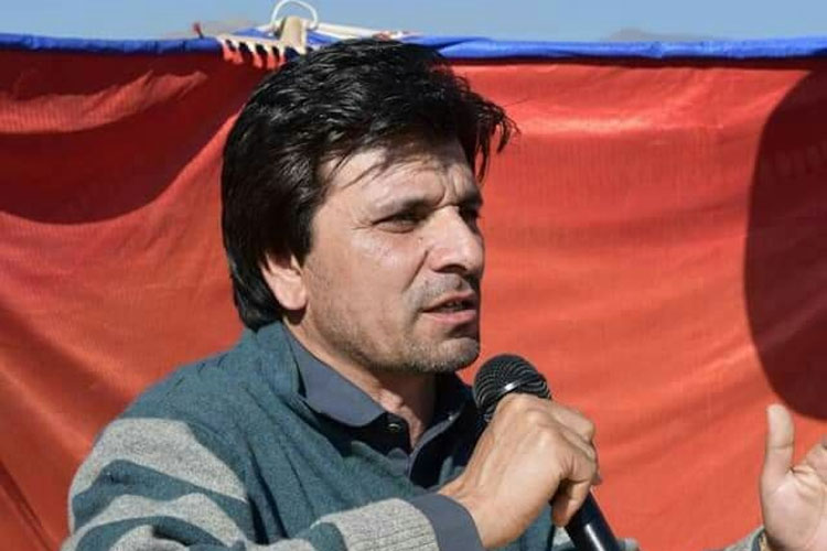 Pakistan's 'chaiwala' and PTI's MNA-elect Gul Zafar Khan turns out to be millionaire | Facebook- India TV Hindi