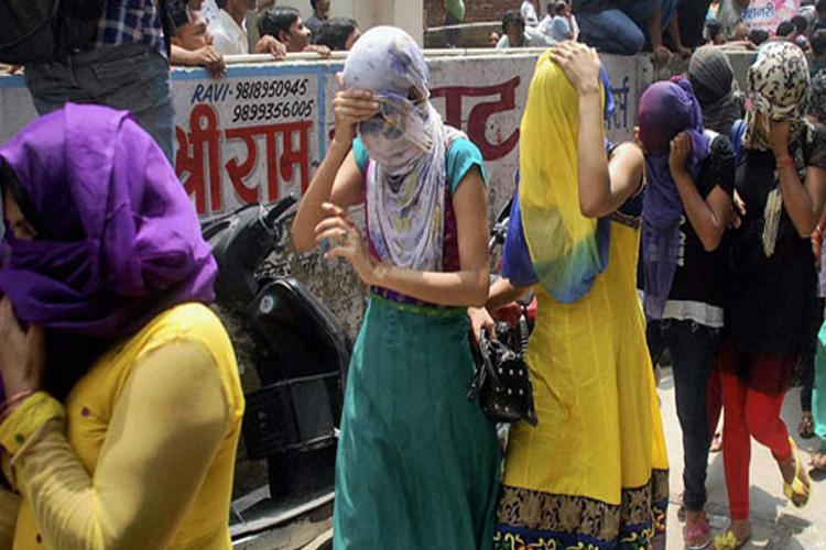 दिल्ली: तस्करी कर लाई गईं 19 लड़कियां मुक्त कराई गईं- India TV Hindi