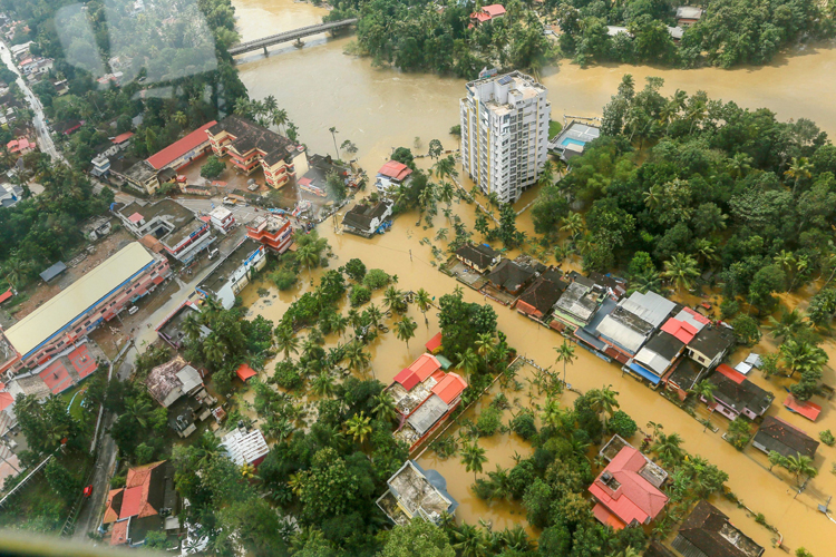 Flood affected areas of Chengannur seen from a Indian...- India TV Hindi